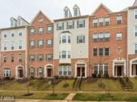 Large 2 Level condo in gated community Potomac Club.