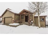 Well maintained Jeremy Ranch twin home. This home