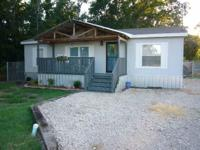Well-cared for, adorable Redmond double-wide! Lots of