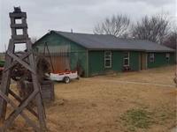 Country Living on 1.3 acres, Huge shop, garage, storage