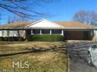 Ease access to 19/41 and shopping. Cozy subdivision in