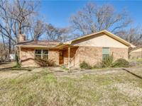 Single story brick home, only 45 mins from Dallas on