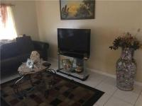 Beautiful 3 beds 2 bathrooms garage and large balcony