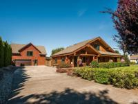 Pride of Ownership. Beautiful Wiens log home. Open