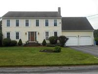 Fantastic 3-4 bed, 2.5 bath Colonial in Arnold Mills