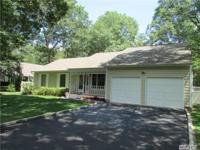 Gorgeous Ranch Home On 1 Acre W/ Pool In Manorville .