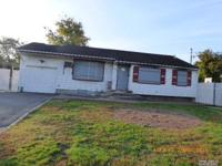 Ranch Style Home. This Home Features 3 Bedrooms, 2 Full