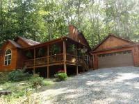 Beautiful cabin in the woods, close toTown of
