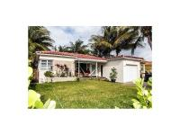 Very nice specious 3/2.5 house in Surfside. This home