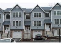 Spacious 3br, 3 1/2 bath townhome unit located in oak