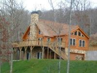 Luxurious log cabin with long range mountain views!