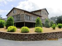 Beautiful Ky lake home featuring 3br 3ba with large