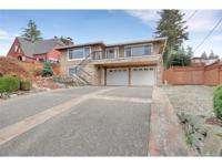 Stunning & Remodeled 3 Bed & 3 Bath home w/ Spectacular