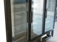 I'm selling a 3 glass door commercial refrigerator.It