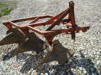 3 point hitch 3 bottom plow. it works great, the