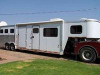 2000 Hart three horse slant in EXCEPTIONAL CONDITION