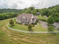 Lovely Southern Living Horse Farm. Spectacular Views!
