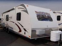 2013 HEARTLAND NORTH TRAIL 31' , WHT/CAFE MOCHA,