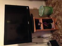 "I'm selling my 2009 32"" Sanyo flat screen tv. It does"