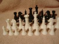 32 PIECE PLASTIC CHESS MEN SET, NO BOX BUT IN EXCELENT