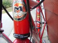 nice red road bike / 24 speed / / for smaller rider