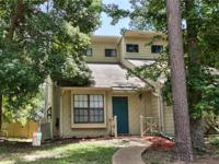 Cute 2/2 Townhome with no carpet. High Ceilings,