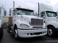2005 Freightliner Columbia Tandem Axle Daycab .Detroit