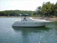 1997 Rinker 300 FIESTA VEE This is a great cruiser for