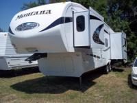 This is an awesome 2010 Montana Mountaineer 305RL, 3