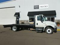 2004 International 4300 SBA 4X2 Lo Pro, Flatbed / Stake