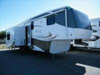 2010 Excel/Peterson Winslow 31SKM 5th Wheel. Luxury