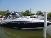 Key Features This stunning Four Winns 358 Vista is