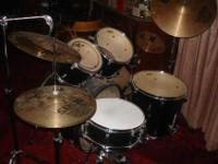 Here I have a used Tama Swingstar drum kit. It's a very