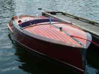 19' CONTEMPORARY CLASSIC MAHOGANY RUNABOUT WITH V6 EFI