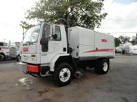 2005 ELGIN GEOVAC Vacuum Street Sweeper, Mounted On