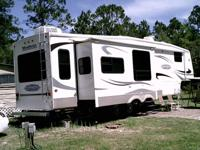beautiful 5th wheel w/3 slides hydraulic slides, hide a