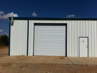 1500 sq ft shop warehouse 220v  Lots of 110v Private