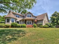 Stunning lake home. Minutes to I-40 and a stones throw
