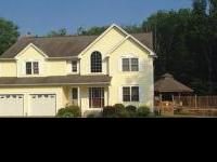 Entertainers delight - 4 large bedrooms, 2.5 bath,