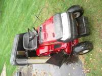 MURRAY LAWN TRACTOR WITH TWIN BAGGER FOR LAWN CLIPPINGS