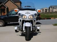 2004 Honda Goldwing with Retract-A-Trike kit / 34,500