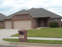 Wonderful 4 bed, 2 bath, 3 car in Edmond. Great open