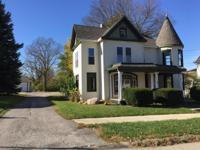 Beautiful Victorian 2 story home w/4 bedrooms, 2 1/2