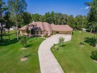 LUXURY country style home on 5 acres in Riverwalk