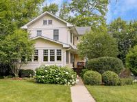 Ultimate walkability & location makes this glen ellyn