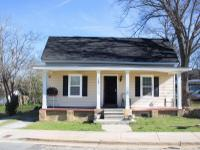Adorable 4 bedroom 2 bathroom home in downtown Griffin.