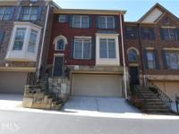 Beautiful 3 bedroom Townhome in convenient Sandy