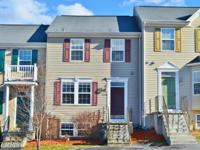 Commuter's dream! 4 br, 3.5 ba town home w/ over 1,900