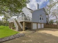 Clear Lake Shores Island Beauty:Great home for family