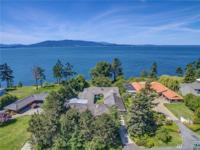 Coveted front row Edgemoor Compound with 180 degree Bay